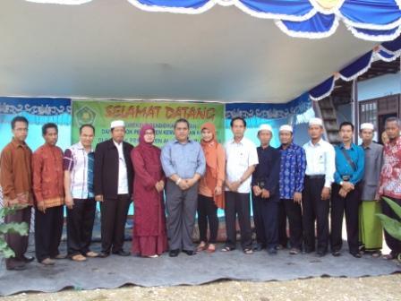 Foto bareng bersama Bapak Direktur Pendidikan Diniyah Dan Pondok Pesantren Kementrian Agama RI